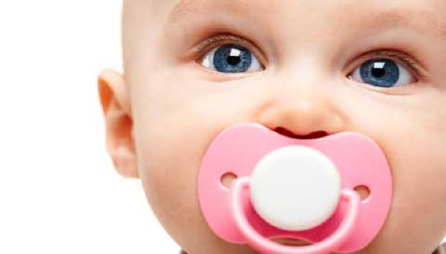 Hábitos Orais Deletérios - Bebe Com Chupeta